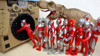 タキロンのやりらふぃーBOX登場 ウルトラマンと恐竜の戦い すぽすぽ色んな穴に入っていく ジュラシックパーク