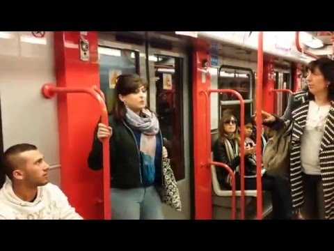 Видео: Флэшмоб солистов миланской оперы в метро