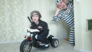 Ulya pretend play a Police Unboxing Power Wheels Ride on Police bike and catches the robber
