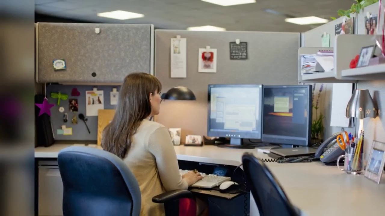 How To Decorate Your Office How To Decorate Your Office Space At Work Office Decoration