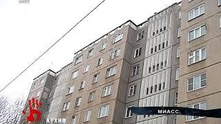 Двое детей женщины, которая выпала из окна, теперь живут с отцом