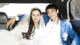 Красивая, веселая цыганская свадьба. Лёша и Алена-1 серия(Полную версию ролика смотрите здесь: http://goo.gl/rEqR43 Богатая и красивая #цыганская свадьба! Богатые столы, #цыга..., 2015-10-25T10:28:36.000Z)