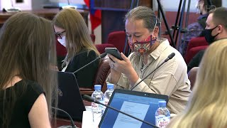 Фото Жители Москвы и Нижегородской области голосуют по поправкам в Конституцию.
