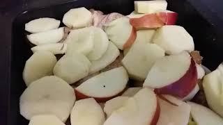 Смотреть видео Запекаю маринованные в гранатовом соусе  куриные крылышки с картошкой и яблоками онлайн