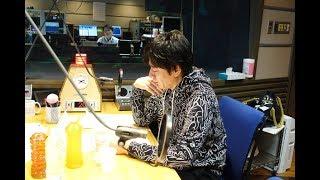 博多大吉が、 赤江珠緒アナと、 番組前に仮眠をとる様子を、 サッカー風...