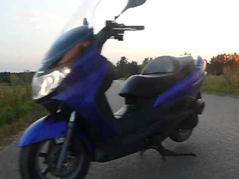 suzuki burgman 125 uh 2004 kr tka prezentacja video youtube. Black Bedroom Furniture Sets. Home Design Ideas