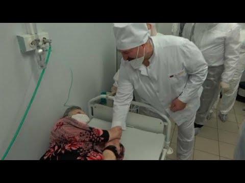 euronews (in Italiano): Bielorussia: il VIDEO di Lukashenko che si toglie la mascherina in un reparto Covid
