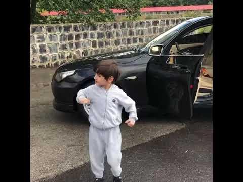 Маленький мальчик танцует лезгинку.
