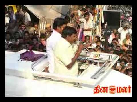 Slippers hurled at Vadivelu Car Campaign