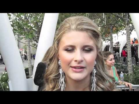 SAVANNAH OUTEN's Most Embarrassing Dating Moment!