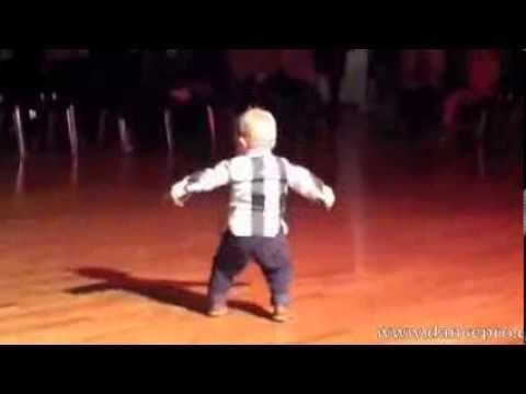 Дети таланты. 2  летний ребенок танцует the Paso Doble
