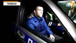 В Твери пьяный водитель без прав протаранил шлагбаум