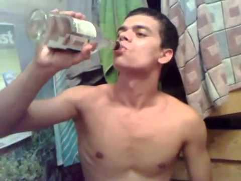 Парень выпил литр водки залпом