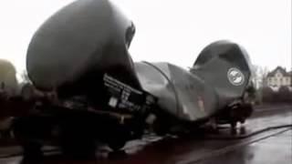 Сила вакуума сдавливает вагон-цистерну(, 2013-06-17T10:46:15.000Z)