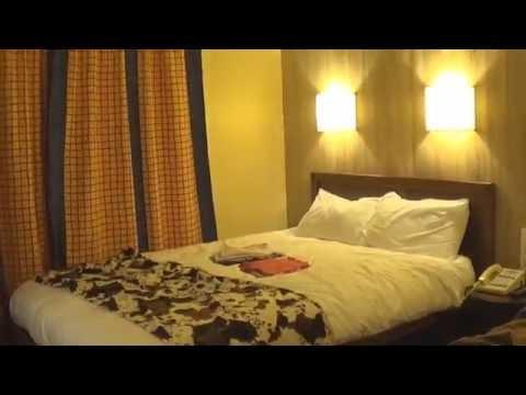 Hotel cheyenne habitaci n texas disneyland par s youtube for Habitacion familiar disneyland paris