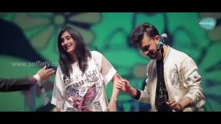 Atif Aslam With A Female fan Singing Tere Sang Yaara || Dubai Festival 2017