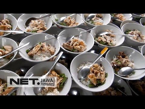 masjid-ini-bagikan-makan-siang-gratis-untuk-jemaah-sholat-jum'at---net-jateng
