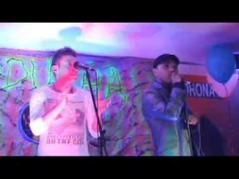 que locura enamorarme de ti julian y jimmy en la ducha karaoke