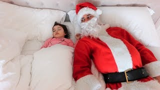 SANTA CLAUS PRANK ON 1 YEAR OLD BABY!!! (SHE