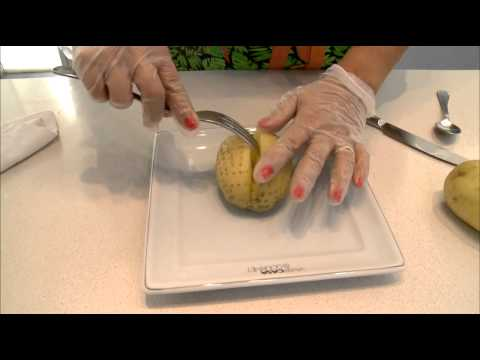 Aprenda a fazer batata assada de microondas