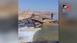 ممرات سيول «بني حسن» بالمنيا تتسبب  في تدفق المياه وانهيار «طريق الصعيد»
