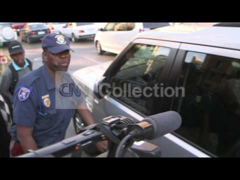 PISTORIUS TRIAL - OSCAR LEAVES COURT