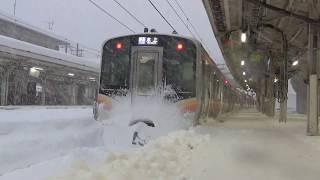 2018お正月上越線E129系と豪雪 Japanese local train & Heavy snowfall