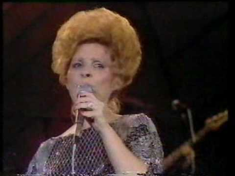 Brenda Lee - Medley (VHS) End Of The World - All Alone Am I