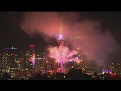 WATCH-New-Years-Eve-fireworks-at-Seattles-Space-Needle