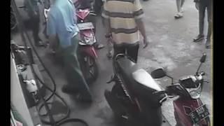 Video CCT Anak Kecil Tertabrak Dan Masuk Dibawah Mobil