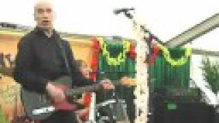 WILKO JOHNSON ex doctor feelgood with norman wattroy on bass : she ...