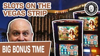 😲 HOLY MOLY! 🦁 My FIRST TIME: Lion Heart Slots @ Mandalay Bay, Vegas