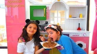 Masal and Öykü Black Noodle -  Funny Kids