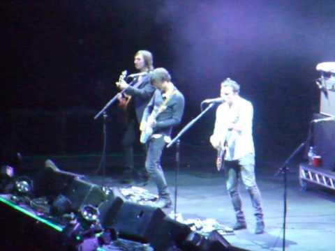 SHINY MAGAZINE -- Jet live at Acer Arena; Nov 11th, 2010