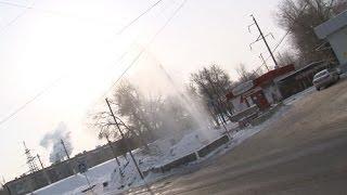 В Волгограде из-под земли забил пятиметровый фонтан
