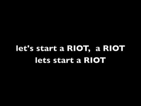 Three Days Grace: Riot with lyrics