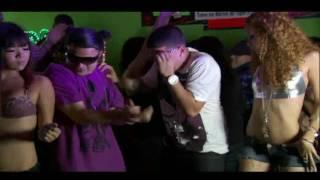 Смотреть клип Jowell & Randy Ft. De La Ghetto - Un Poco Loca