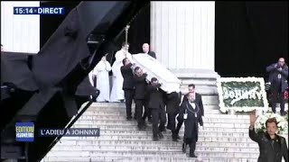 Le cercueil de Johnny Hallyday quitte l'église de la Madeleine sous les acclamations de la foule