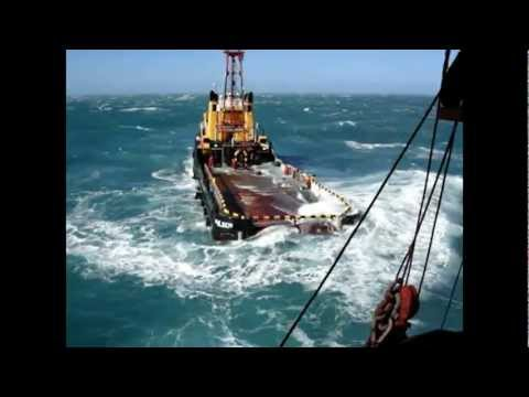 Dangerous job on deck SUPPLY TUGS. OFFSHORE SERVICES.