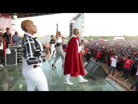 Diamond Platnumz  & Mafikizolo Live Perfomance At UDOM [DODOMA] Part 1