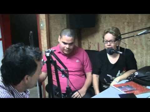 andres crespo en la entrevista en la radio 102.7fm estudio