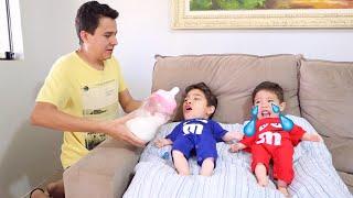 Rafael virou Bebê com seu irmão João Pedro 👶 Rafael found a doll and pretends to be a parent
