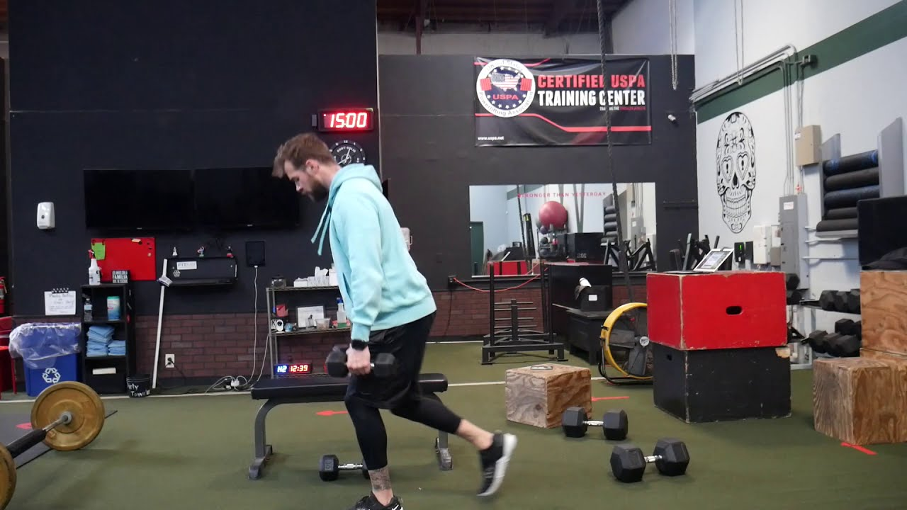 How to perform: Reverse lunges