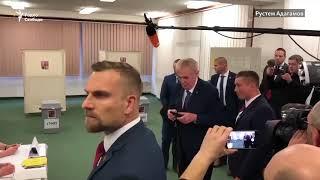 Președintele ceh Milos Zeman, atacat de o activistă FEMEN la secția de votare