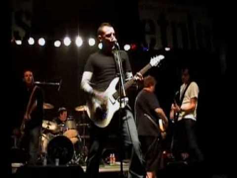 Wonderwall - Oasis cover by Linkin Park's Vocalist Chester Bennington