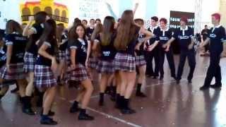 Presentación del buzo de egresados. Curso 6 A, promoción 2013. Pia tv