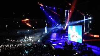 Tony Cetinski - Zar malo to je (Phone Live HD rec @ Beogradska ARENA)