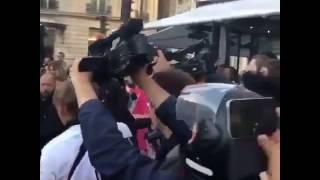 A GUY KISSES KIM KARDASHIAN ASS IN PARIS