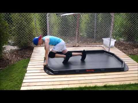 WOOOM slide board summer training for ice hockey goalie. www.wooom.fi
