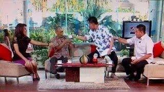 Munarman (Jubir FPI) Siram Air Ke Tamrin Tomagola Di TvOne